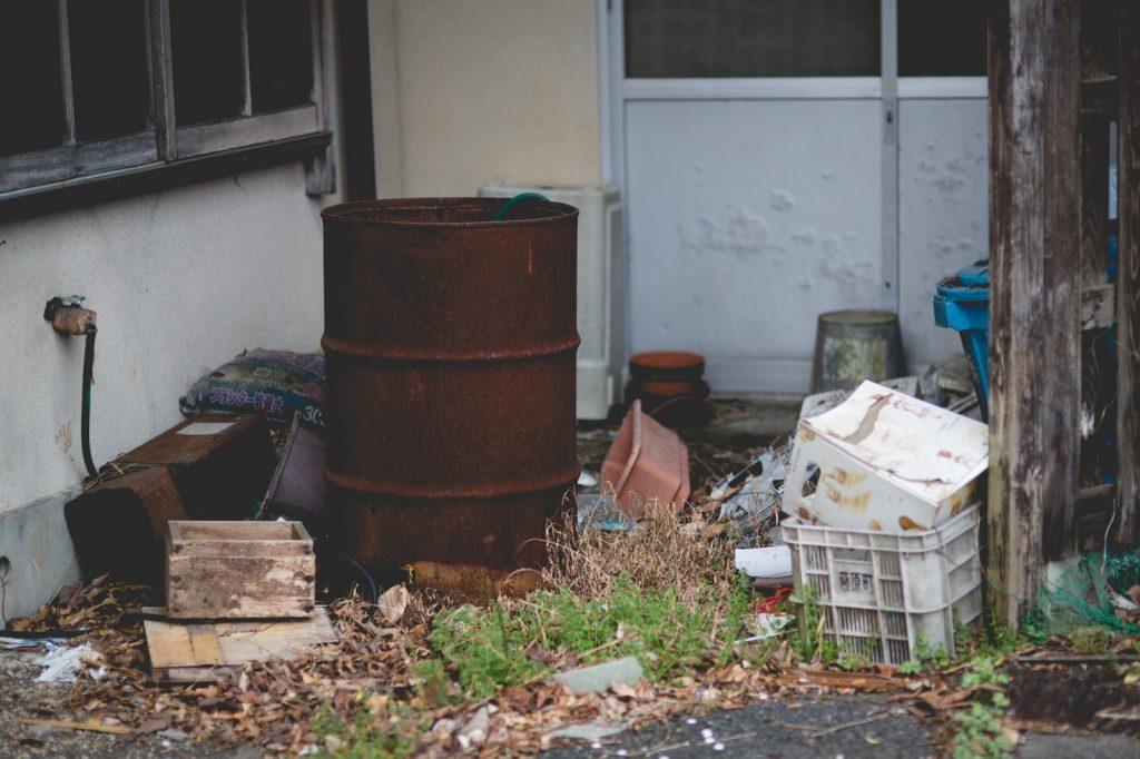 適当にゴミを置いている家