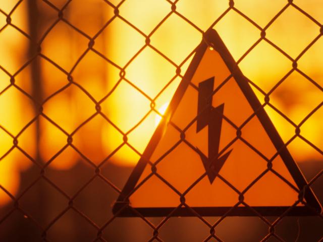 電気柵の警告