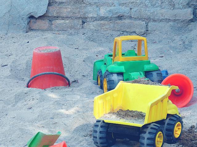 おもちゃ設置型の公園の砂場